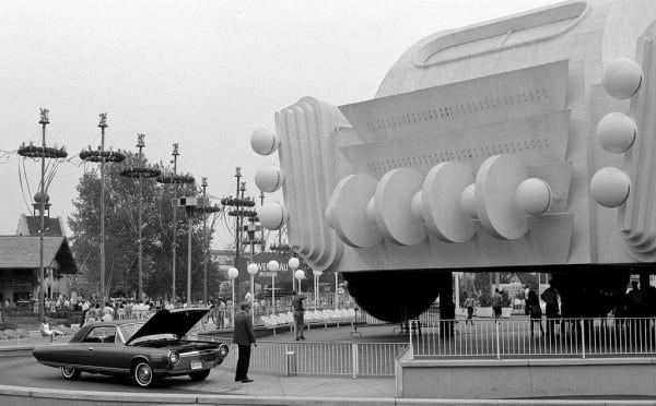 1024px-Chrysler_Turbine_Car_Worlds_Fair_1964