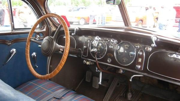 1280px-'34_chrysler_airflow_interior