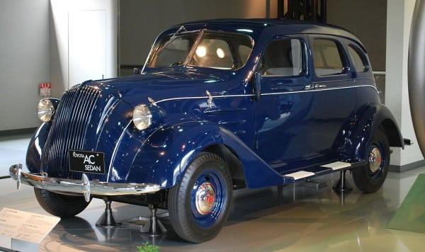 1024px-1943_Toyota_Model_AC_01-wikimedia