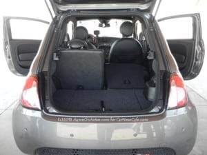 2013-Fiat-500e-interior-rear-seatdown-1
