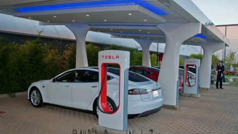 Tesla No Longer Offering Supercharger Access For Free