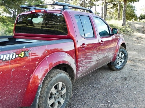 2013NissanFrontierPro4X muddy rightangle AOA800px 600x450 2013 Nissan Frontier Pro4X   the offroad fun machine