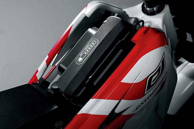 suzuki-extrigger-electric-concept-battery-slot