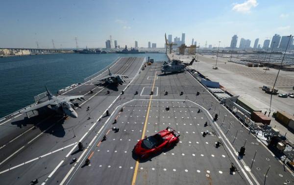 Veneno Roadster su portaerei Cavour 1