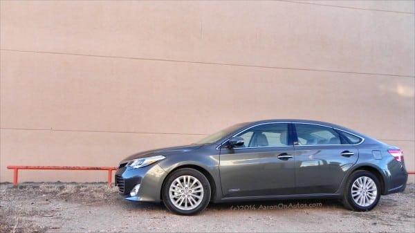 2014 Toyota Avalon Hybrid - peach wall AOA1200px