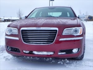 2014 Chrysler 300C AWD - headon in snow - AOA1200px