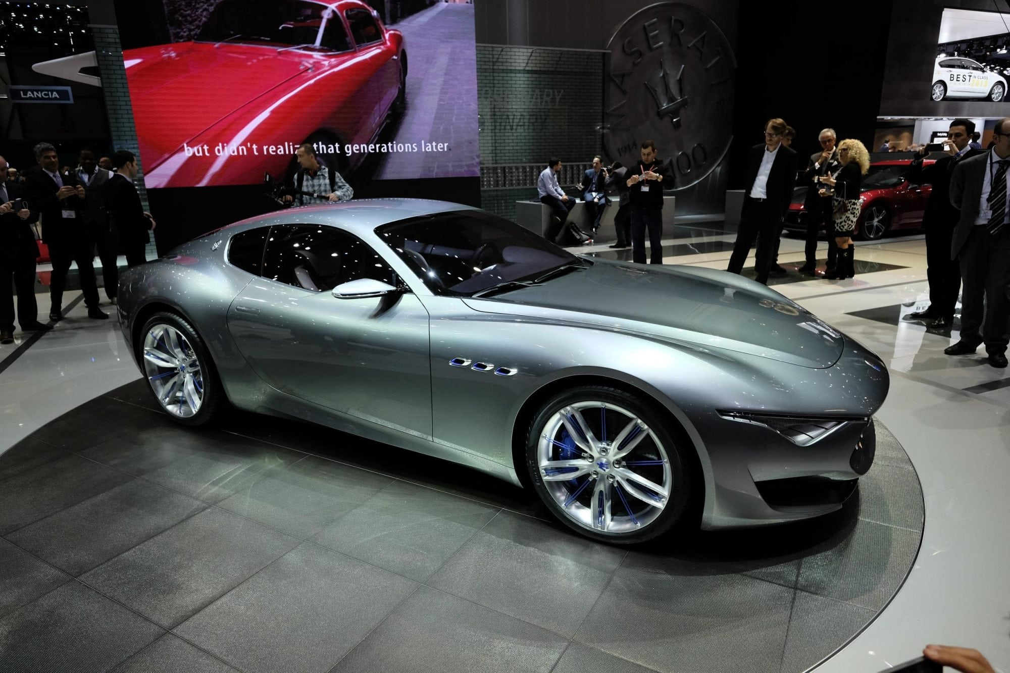 maserati alfieri concept coupe makes love in geneva carnewscafe. Black Bedroom Furniture Sets. Home Design Ideas