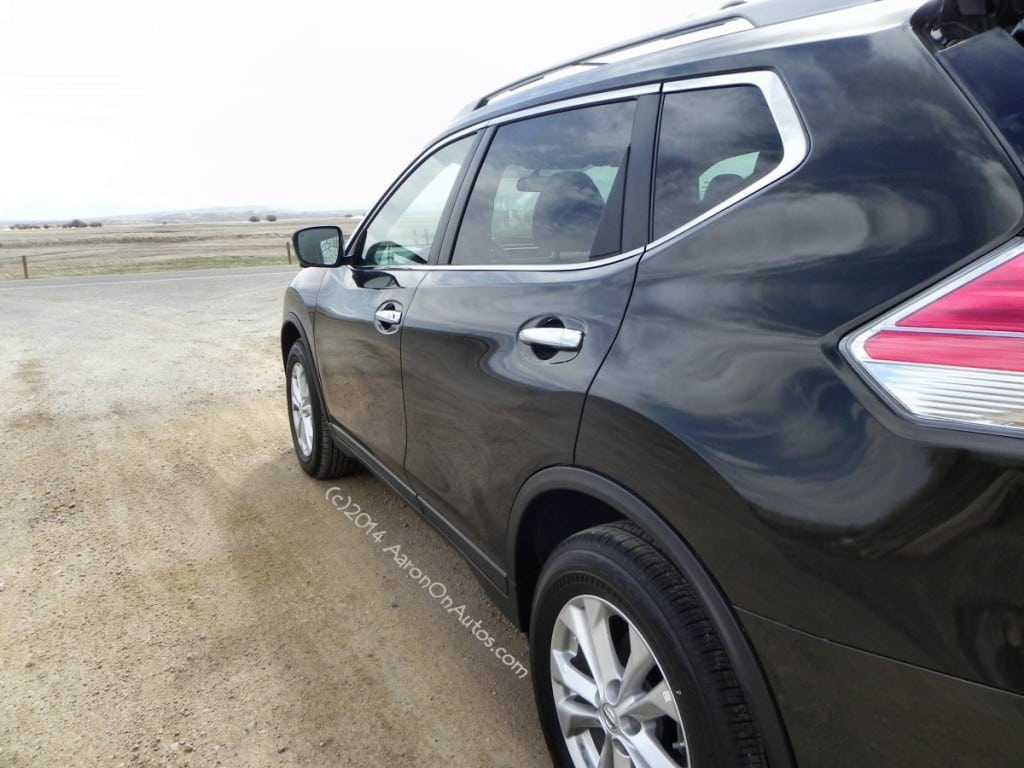 2014 Nissan Rogue - sideangle - AOA1200px