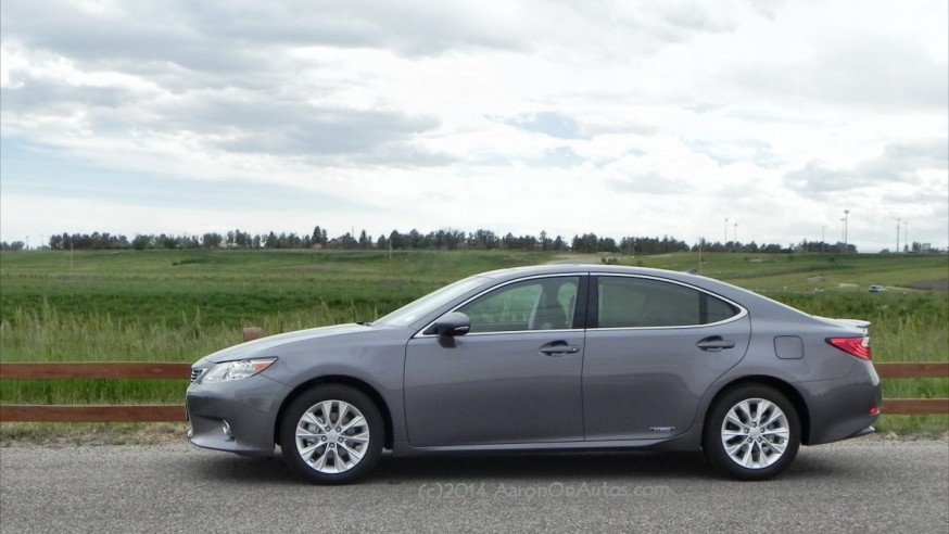 2015 Lexus ES 300h is Still a Fine, Fine Automobile