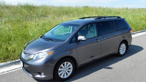 2014 Toyota Sienna takes family hauling seriously