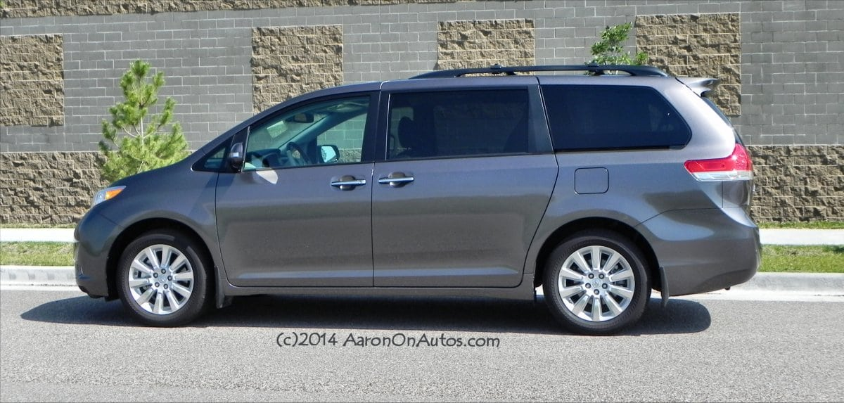 2014 toyota sienna takes family hauling seriously. Black Bedroom Furniture Sets. Home Design Ideas