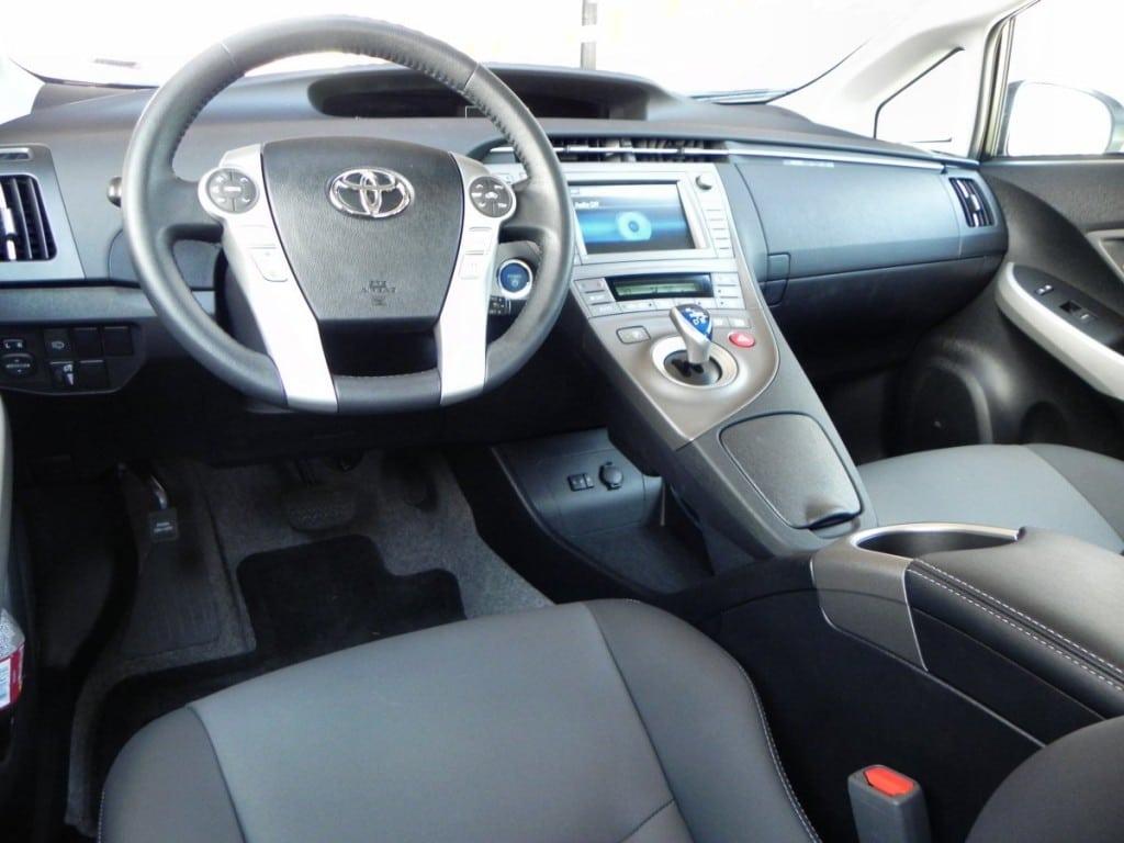 2014 Toyota Prius v - interior - AOA 1200px
