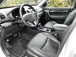 2015 Kia Sorento - interior 2 - AOA1200px