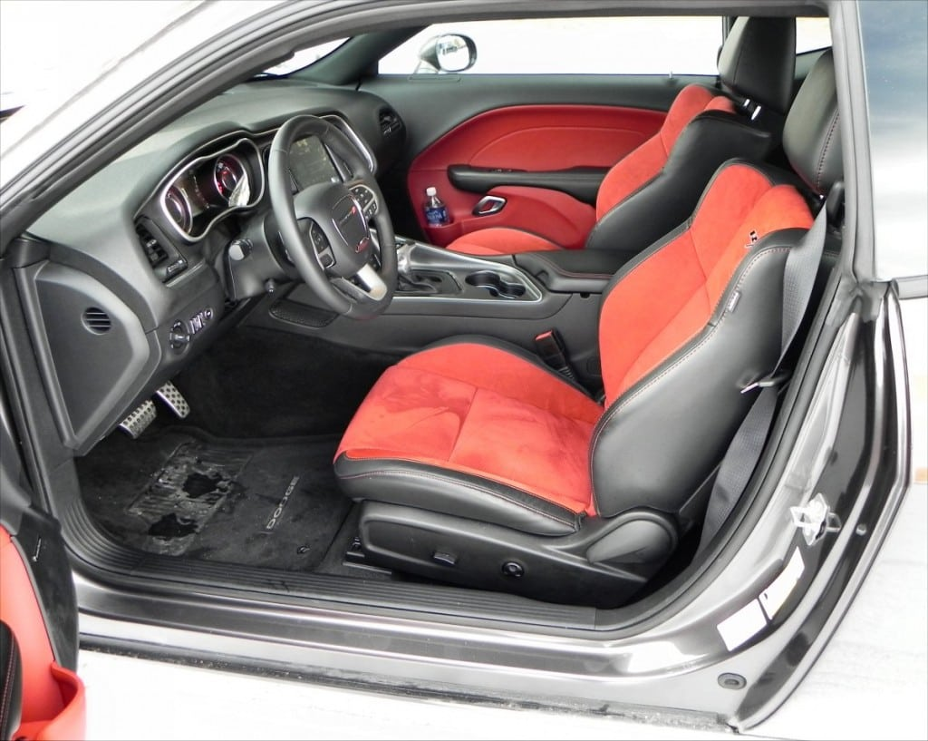 2015 Dodge Challenger RT - interior 2 - AOA1200px