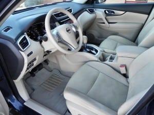 2015 Nissan Rogue - interior 2 - AOA1200px