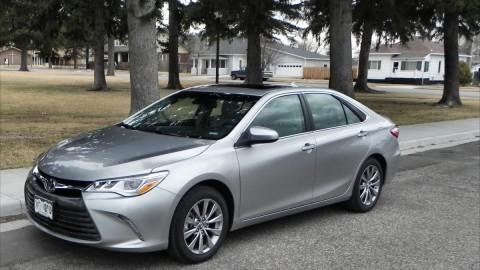Toyota Camry vs Camry Hybrid