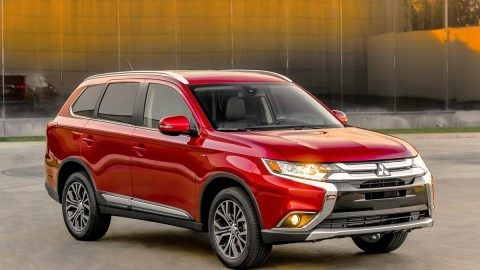 2016 Mitsubishi Outlander Debuts in New York, PHEV Hits 10k Sales