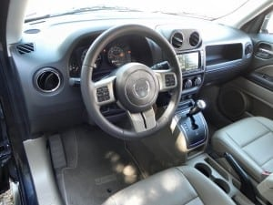 2015 Jeep Patriot - interior 1 - AOA1200px