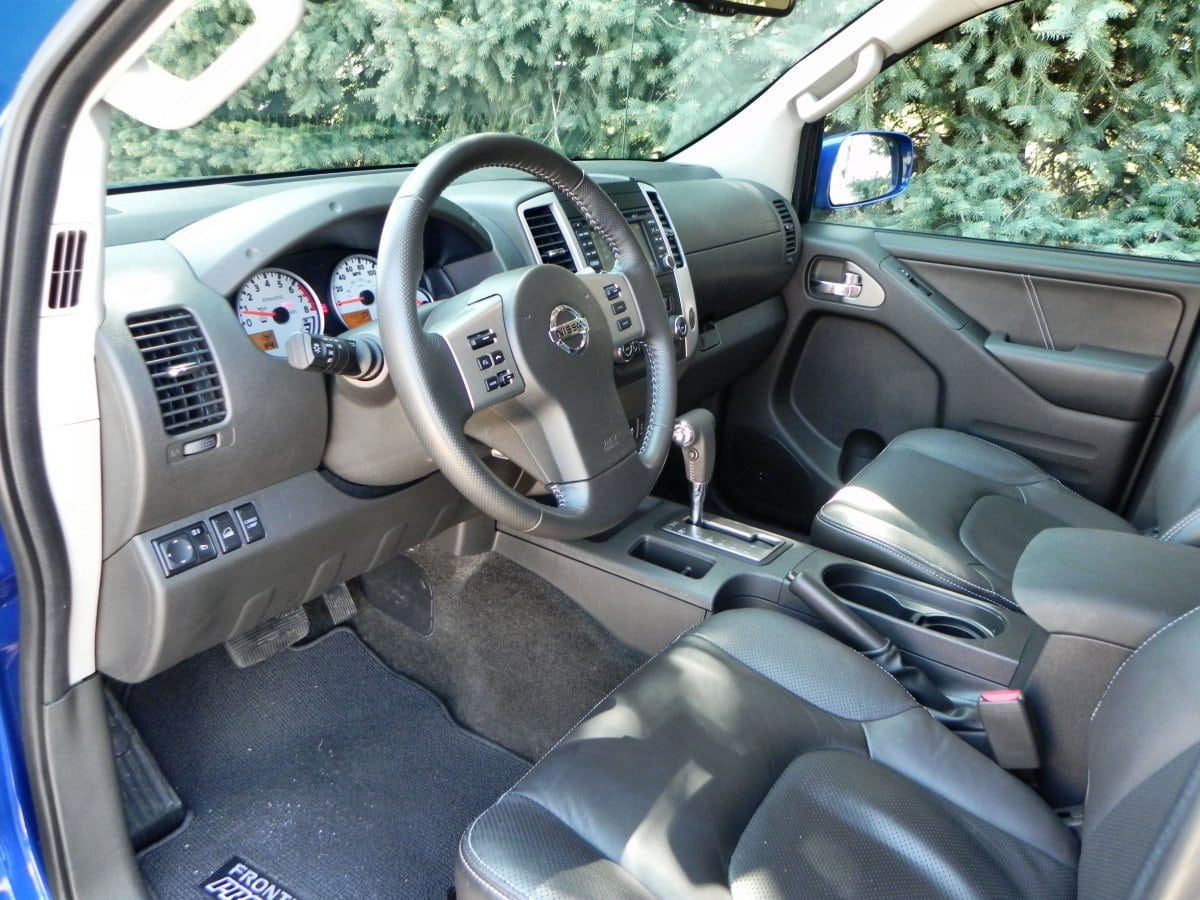 2015 Nissan Frontier Pro 4X   Interior 1   1200px AOA