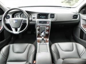 2015 Volvo V60 - interior 7 - AOA1200px
