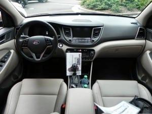 2016 Hyundai Tucson - interior 1 - AOA1200px