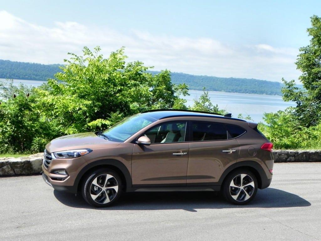 2016 Hyundai Tucson - lake 2 - AOA1200px