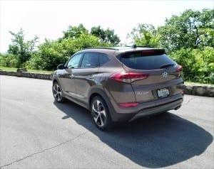 2016 Hyundai Tucson - lake 7 - AOA1200px