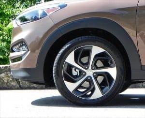 2016 Hyundai Tucson - wheel 1 - AOA1200px