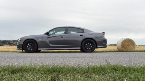 2015 Dodge Charger SRT Hellcat is an Awesome Way to Spend a Day