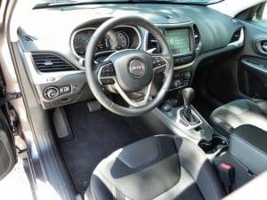 2015 Jeep Cherokee Latitude - interior 1 - AOA1200px