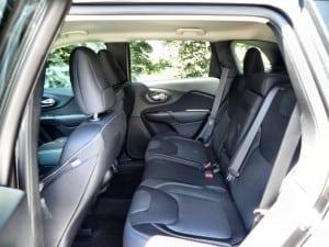 2015 Jeep Cherokee Latitude - interior 4 - AOA1200px