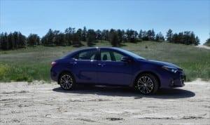 2015 Toyota Corolla - hillside 2 - AOA1200px