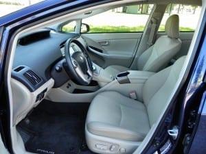 2015 Toyota Prius - interior 2 - AOA1200px