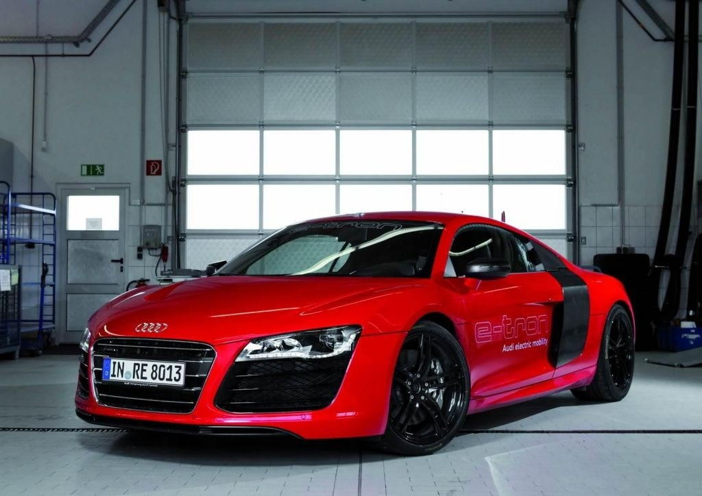 2013-Audi-R8-e-tron-5