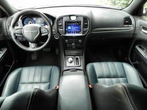 2015 Chrysler 300S - interior 7 - AOA1200px