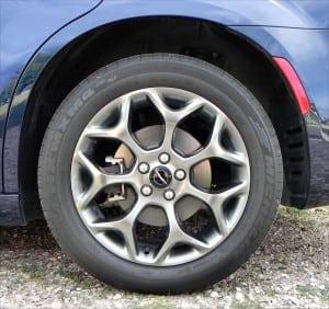 2015 Chrysler 300S - wheel - AOA1200px