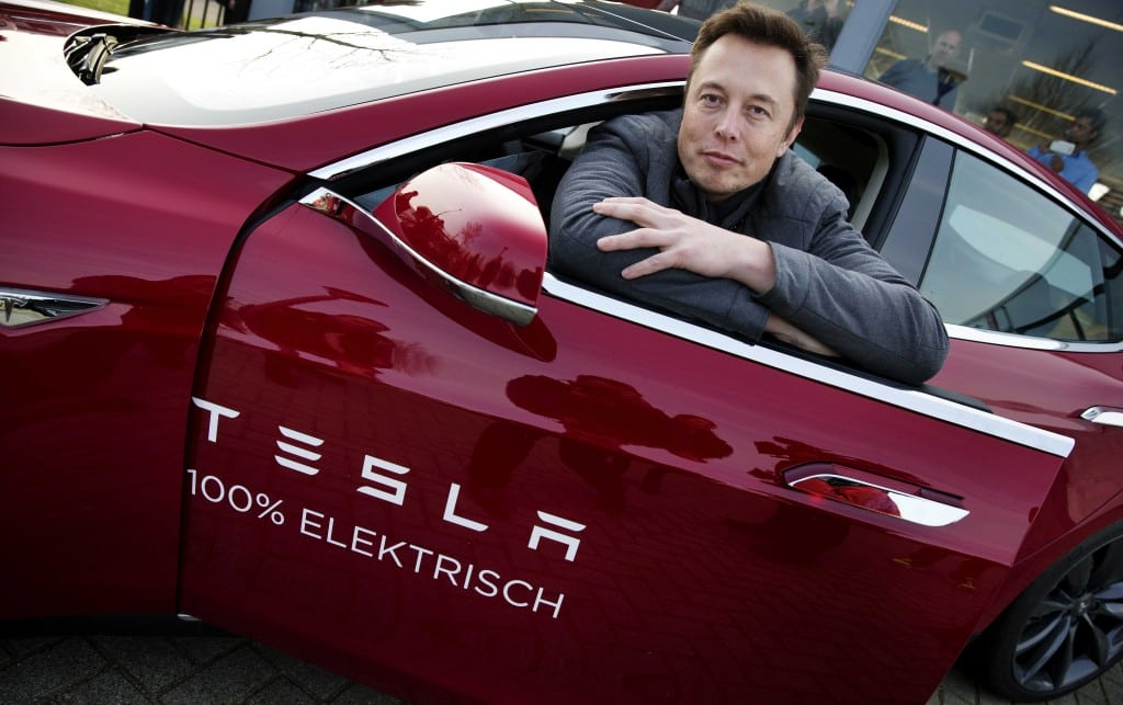 epa04049808 Elon Musk, co-founder and CEO of Tesla, poses with a model of the brand during a visit to Amsterdam, The Netherlands, 31 January 2014. The European Tesla Service is based in Tilburg and the European headquarters in Amsterdam. EPA/JERRY LAMPEN 0
