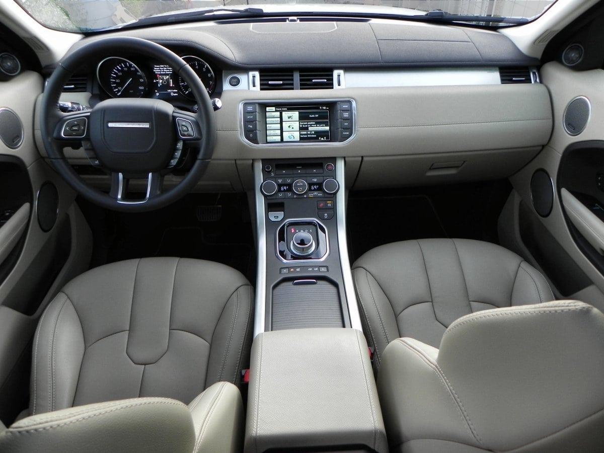 2015 range rover evoque delivers high style carnewscafe - Range rover evoque interior ...