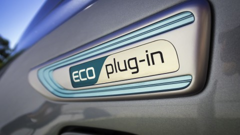 Kia Introduces First Plug-in Hybrid at Chicago