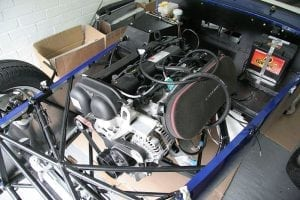 800px-Caterham_Roadsport_building_-_052_-_The_engine_and_gearbox_are_in_-_Flickr_-_exfordy