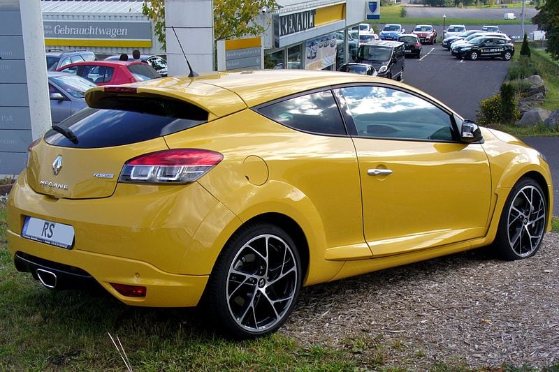 800px-Renault_Mégane_III_RS_Kyalamigelb_Heck