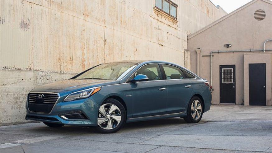 Plug N' Play: Hyundai Sonata offered as Plug-In Hybrid, fuel sipper