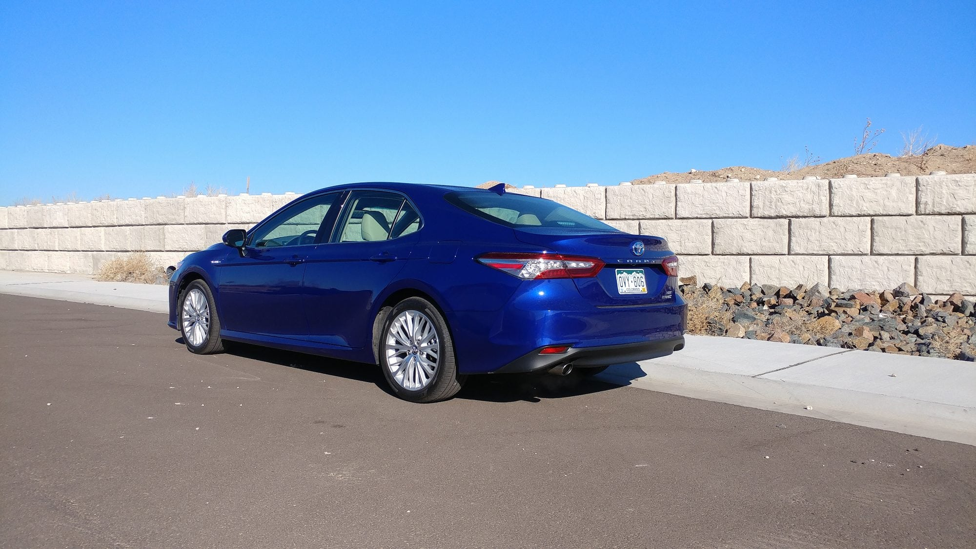 The 2018 Toyota Camry Hybrid Is Epa Rated At 52 Mpg Combined A Full 12 Higher Than Last Year That S Into Prius Territory Though We Note
