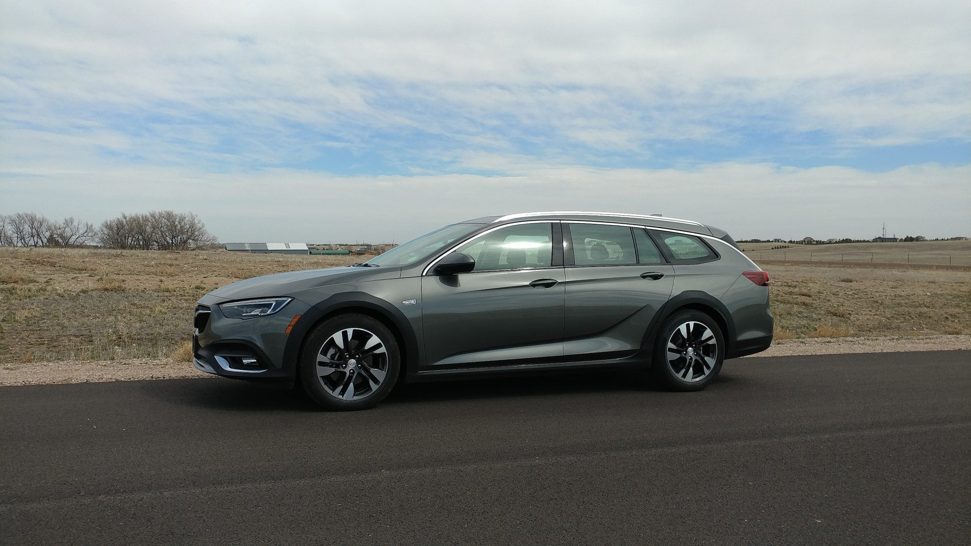 2018 buick regal tourx brings back the buick wagon carnewscafe. Black Bedroom Furniture Sets. Home Design Ideas